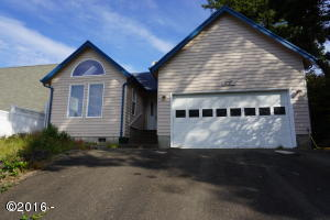 1717 NW 26th St, Lincoln City, OR 97367 - Home Exterior