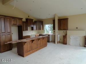1221 SW Harbor Way, Newport, OR 97365 - open kitchen