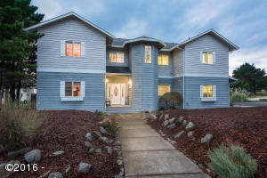 14 NW Lincoln Shore Star Resort, Lincoln City, OR 97367 - Curbside