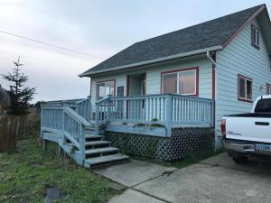 241 E 2nd St, Yachats, OR 97498 - 1