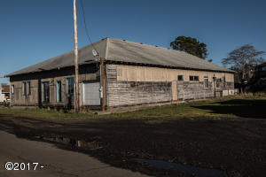 285 NW Spring St, Waldport, OR 97394 - corner shot