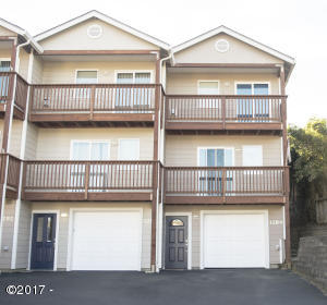 1284 NW 15th St, Lincoln City, OR 97367