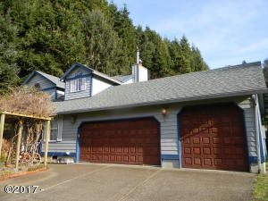 831 NE Lakewood Dr, Newport, OR 97365 - Front of house