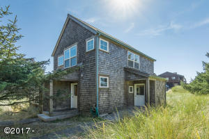 5765 Barefoot Ln, Pacific City, OR 97135 - Charming Bungalow
