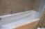 507 Alpine St, 303, Newport, OR 97365 - Jetted Tub