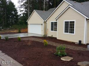4171 SE Inlet Ave, Lincoln City, OR 97367 - So new!!
