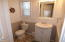 723 SW Ebb Ave, Lincoln City, OR 97367 - Midlevel Bath