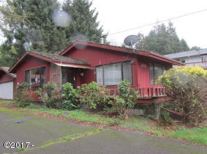 202 S Quadrant St, Rockaway Beach, OR 97136 - Front of house