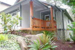 2320 NE Hotspur Ln, Lincoln City, OR 97367 - Front of Home