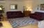 816 NE Alder St, Toledo, OR 97391 - Living room