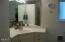 816 NE Alder St, Toledo, OR 97391 - Master bath