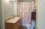 607 Ne Fogarty Street, Newport, OR 97365 - Bathroom