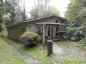 11943 Hwy 20, Toledo, OR 97391 - front of home