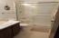 1415 NW 31st Pl, 367, Lincoln City, OR 97367 - Main bath