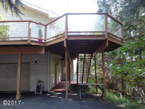 556 Fairway Dr, Gleneden Beach, OR 97388 - Wrap Around Deck