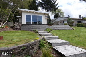 3625 NE Johns Loop, Neotsu, OR 97364 - Devils Lake front cottage