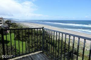 4229 SW Hwy 101, 30, Lincoln City, OR 97367 - Premier location top floor end unit
