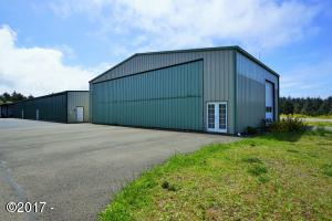 135 SE 84th Street, South Beach, OR 97366 - Hanger