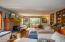 3700 NE Megginson St, Newport, OR 97365 - Living Room