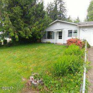 1204 SE 18th St, Toledo, OR 97391 - Large front yard