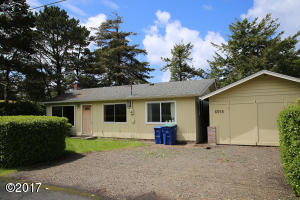 6555 SW Inlet Ave, Lincoln City, OR 97367 - front of home