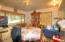 517 SE 4th St, Toledo, OR 97391 - Dining