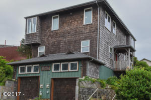 225 NW Brook St, A, Newport, OR 97365 - Main View