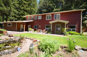 202 N Deer Hill Dr, Waldport, OR 97394