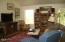 1098 NE 7th Dr, Newport, OR 97365 - Living Room