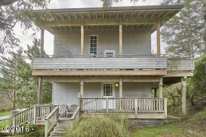 46790 Hawk St, Neskowin, OR 97149 - Dual covered decks
