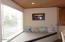 4175 N Hwy 101, M-1, Depoe Bay, OR 97341 - Hurley window seat