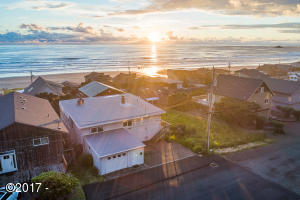 6345 NE Mast Ave, Lincoln City, OR 97367 - Exterior
