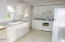 630 SE Jetty Ave, Lincoln City, OR 97367 - Kitchen