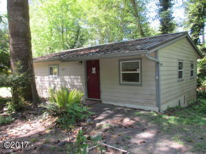 624 N Bear Creek Rd, Otis, OR 97368 - All N 5 30