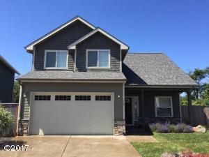 7135 NE Benton Pl, Newport, OR 97365 - Front of the home