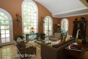 8917 CROMWELL HILL RD, LOUISVILLE, KY 40222  Photo