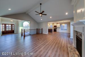 10511 HOLLY BERRY DR, LOUISVILLE, KY 40299  Photo