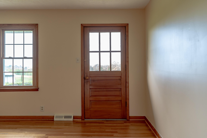 2368 Frankfort Rd, Shelbyville, Kentucky 40065, 3 Bedrooms Bedrooms, 7 Rooms Rooms,3 BathroomsBathrooms,Residential,For Sale,Frankfort,1530287