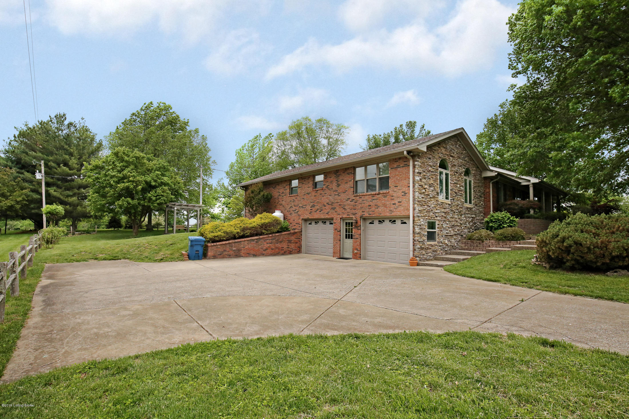 5228 Orphan Ln, Shelbyville, Kentucky 40065, 4 Bedrooms Bedrooms, 10 Rooms Rooms,3 BathroomsBathrooms,Residential,For Sale,Orphan,1531669