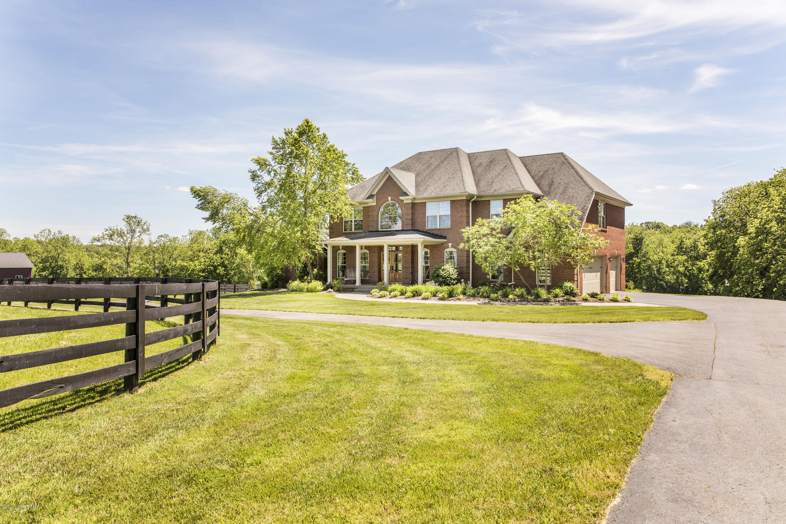 1060 Bluegrass Pkwy, La Grange, Kentucky 40031, 6 Bedrooms Bedrooms, 17 Rooms Rooms,6 BathroomsBathrooms,Residential,For Sale,Bluegrass,1524405