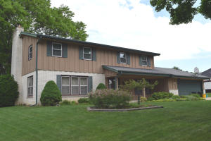 Property for sale at 10304 W Park Ridge Ave, Wauwatosa,  WI 53222