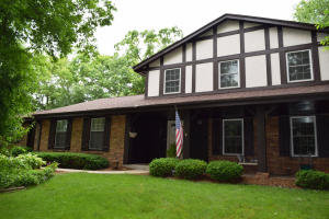 Property for sale at W237N965 Kings Dr, Waukesha,  WI 53188