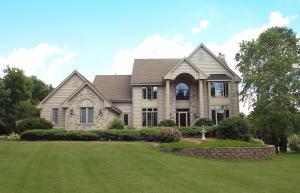 Property for sale at W337S5016 Chipmunk Ln, Dousman,  WI 53118