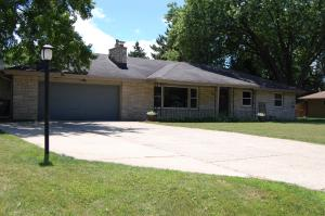 16541 W Crescent Dr, New Berlin, WI 53151