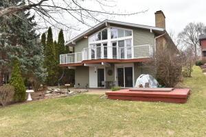 39426 N Lake Ave, Lake Villa, IL 60046