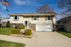 1327 N 14th Ave, West Bend, WI 53090