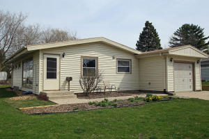 5622 Exeter St, Greendale, WI 53129