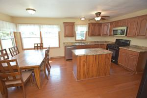 4900 S 84th ST, Greenfield, WI 53228