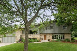 19430 Timberline Dr, Brookfield, WI 53045