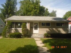 8203 W Muriel Pl, Milwaukee, WI 53218
